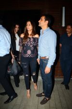 Gayatri Joshi snapped post dinner in Juhu on 21st Dec 2016 (2)_585b89dd23e70.JPG