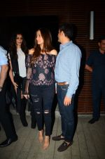 Gayatri Joshi snapped post dinner in Juhu on 21st Dec 2016 (3)_585b89ddd1c7d.JPG