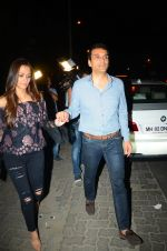 Gayatri Joshi snapped post dinner in Juhu on 21st Dec 2016 (4)_585b89de6b5c8.JPG