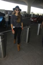Hazel Keech snapped at airport on 21st Dec 2016 (23)_585b86412d2d6.JPG