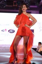 Ravee Gupta walk for Lakshyam show at Brand of the Year Awards on 21st Dec 2016 (203)_585b8bea23733.JPG
