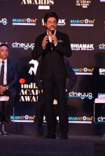 Shah Rukh Khan at a press meet to announce Indian Academy Awards on 21st Dec 2016 (13)_585b8a2af0256.JPG