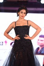 Shriya Saran walk for Lakshyam show at Brand of the Year Awards on 21st Dec 2016 (276)_585b8c2ae6c15.JPG