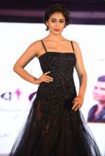 Shriya Saran walk for Lakshyam show at Brand of the Year Awards on 21st Dec 2016 (278)_585b8c2c17c0a.JPG