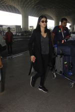 Shruti Hassan snapped at airport on 21st Dec 2016 (10)_585b864d632eb.JPG