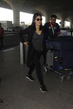 Shruti Hassan snapped at airport on 21st Dec 2016 (11)_585b864e1e045.JPG
