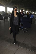 Shruti Hassan snapped at airport on 21st Dec 2016 (13)_585b864f724ad.JPG