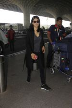 Shruti Hassan snapped at airport on 21st Dec 2016 (9)_585b864caf8fd.JPG