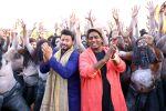 swapnil joshi & ganesh acharya on location of Marathi film Bhikari in Filmcity, Mumbai on 21st Dec 2016 (1)_585b9036c5146.jpg