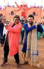 swapnil joshi & ganesh acharya on location of Marathi film Bhikari in Filmcity, Mumbai on 21st Dec 2016 (3)_585b8fa1c1270.jpg