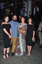 Aamir Khan, Fatima Sana Shaikh, Sanya Malhotra, Kiran Rao at Dangal premiere on 22nd Dec 2016 (27)_585cd92a9304d.JPG