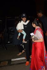 Akshay Kumar snapped at airport on 22nd Dec 2016 (9)_585ccfcf3f637.JPG