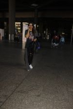 Bipasha Basu snapped at airport on 22nd Dec 2016 (50)_585ccfdf71742.JPG