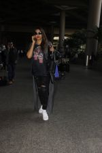 Bipasha Basu snapped at airport on 22nd Dec 2016 (56)_585ccfe3775fe.JPG