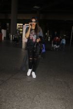 Bipasha Basu snapped at airport on 22nd Dec 2016 (52)_585ccfe0d8b73.JPG