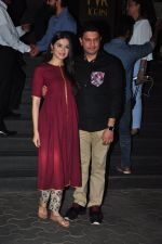 Divya Kumar, Bhushan Kumar at Dangal premiere on 22nd Dec 2016 (154)_585cda3b8ffdd.JPG