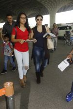 Kajol snapped at airport on 22nd Dec 2016 (20)_585ccfede8f8e.JPG