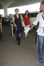 Kajol snapped at airport on 22nd Dec 2016 (23)_585ccff03ebac.JPG