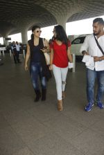 Kajol snapped at airport on 22nd Dec 2016 (26)_585ccff24816e.JPG