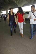 Kajol snapped at airport on 22nd Dec 2016 (27)_585ccff2eb4fa.JPG