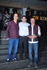Vidhu Vinod Chopra, Rajkumar Hirani at Dangal premiere on 22nd Dec 2016