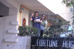 kareena kapoor brings baby home on 22nd Dec 2016 (9)_585cbebd57c43.JPG