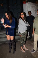 Alvira Khan snapped at Corner House in Bandra on 24th Dec 2016 (10)_5862186e05e8c.JPG