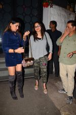 Alvira Khan snapped at Corner House in Bandra on 24th Dec 2016 (11)_5862186eddbe3.JPG