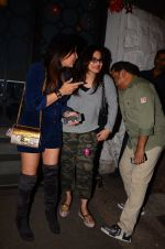 Alvira Khan snapped at Corner House in Bandra on 24th Dec 2016 (9)_5862186d3e260.JPG