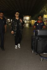Karan Johar snapped at airport on 24th Dec 2016 (37)_58621682b9d53.JPG