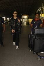 Karan Johar snapped at airport on 24th Dec 2016 (38)_58621683a5777.JPG