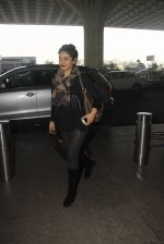 Raveena Tandon snapped at airport on 24th Dec 2016 (23)_586216848a7fe.JPG