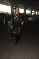 Raveena Tandon snapped at airport on 24th Dec 2016 (24)_5862168535f4d.JPG