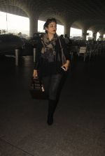 Raveena Tandon snapped at airport on 24th Dec 2016 (25)_58621685c7bd7.JPG