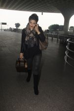 Raveena Tandon snapped at airport on 24th Dec 2016 (28)_586216878de4f.JPG