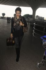 Raveena Tandon snapped at airport on 24th Dec 2016 (29)_58621688244f8.JPG