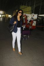 Shriya Saran snapped at airport on 24th Dec 2016 (13)_5862169570ab8.JPG