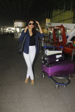 Shriya Saran snapped at airport on 24th Dec 2016 (16)_5862169818571.JPG