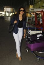 Shriya Saran snapped at airport on 24th Dec 2016 (19)_5862169a6fac8.JPG