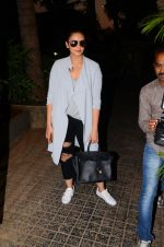 Huma Qureshi snapped post dubbing for her hollywood film Viceroy House on 27th Dec 2016 (2)_586368c56f216.JPG
