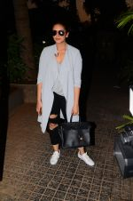 Huma Qureshi snapped post dubbing for her hollywood film Viceroy House on 27th Dec 2016 (3)_586368c61344e.JPG