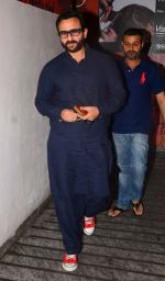 Saif Ali Khan watches Dangal on 27th Dec 2016 (2)_58636994bbf04.JPG