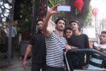 Sushant Singh Rajput snapped in Bandra on 27th Dec 2016 (15)_586369173bd28.JPG