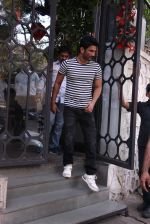 Sushant Singh Rajput snapped in Bandra on 27th Dec 2016 (4)_5863690c3a594.JPG