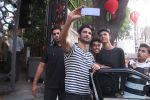 Sushant Singh Rajput snapped in Bandra on 27th Dec 2016 (1)_5863690a28691.JPG