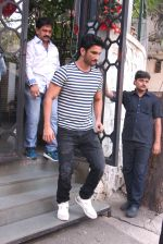 Sushant Singh Rajput snapped in Bandra on 27th Dec 2016 (6)_5863690f51dc9.JPG