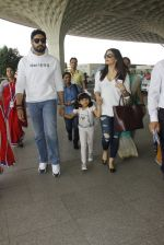 Aishwarya Rai Bachchan,Abhishek Bachchan snapped at airport on 28th Dec 2016 (82)_5864baf30db10.JPG