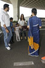 Aishwarya Rai Bachchan,Abhishek Bachchan snapped at airport on 28th Dec 2016 (84)_5864baf3c64b8.JPG