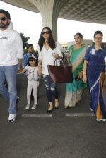 Aishwarya Rai Bachchan,Abhishek Bachchan snapped at airport on 28th Dec 2016 (87)_5864bb1787141.JPG