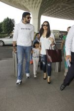 Aishwarya Rai Bachchan,Abhishek Bachchan snapped at airport on 28th Dec 2016 (94)_5864baf6a5ae3.JPG